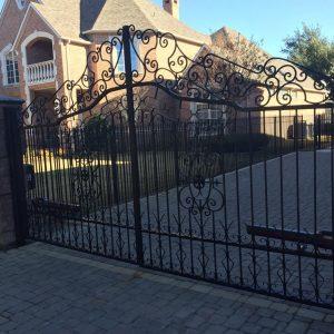Los_gatos_ornamentel_gate_for_driveway