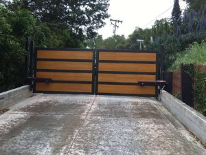 lafayette_CA_wooden_gate_iron_frame